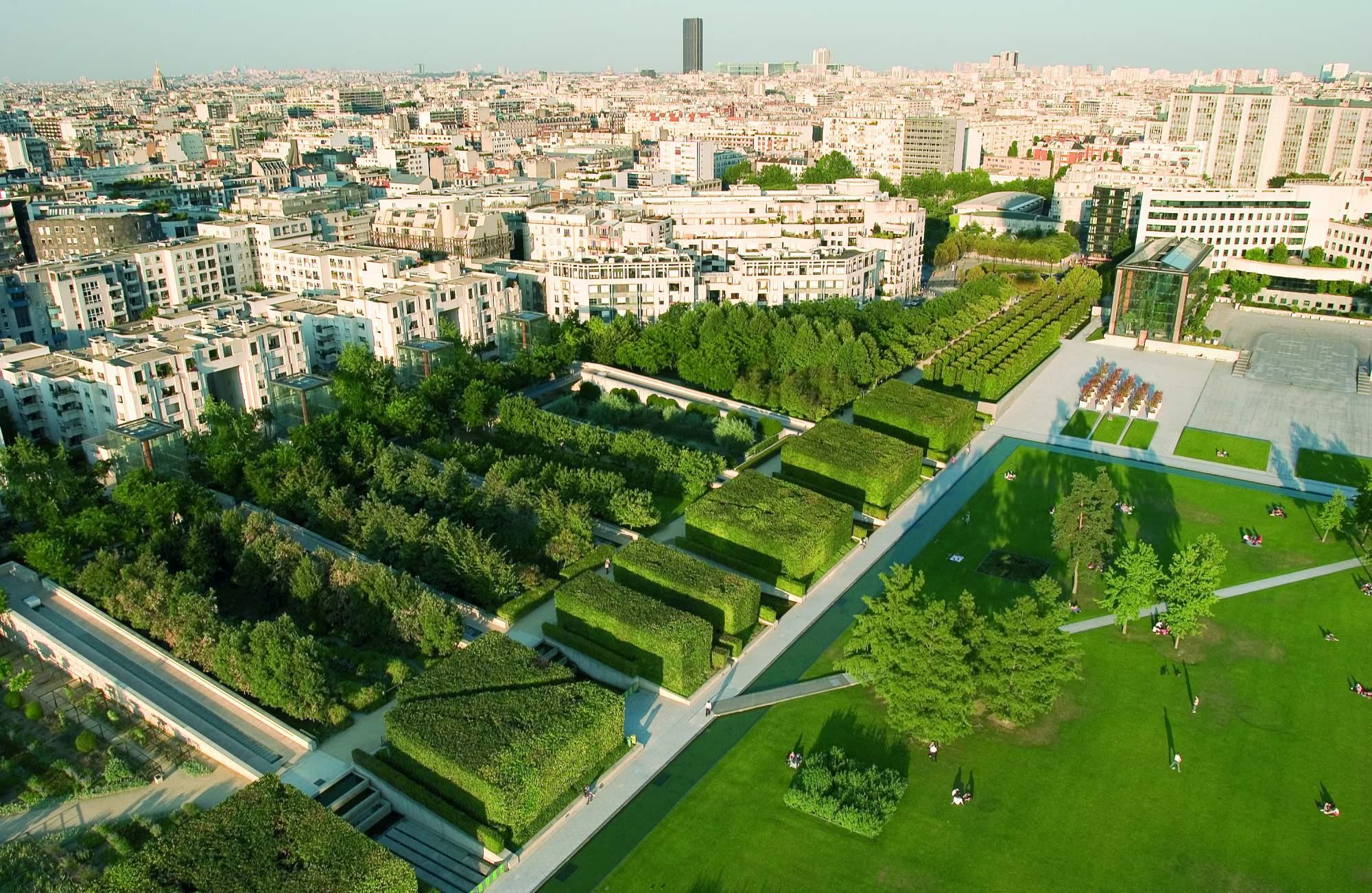 Y fl ner appart 39 tourisme paris porte de versailles for Parking parc des expositions versailles